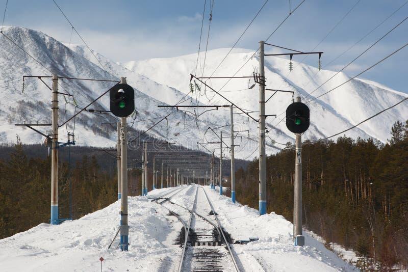 Järnvägdeltagande med två trafikljus arkivbilder