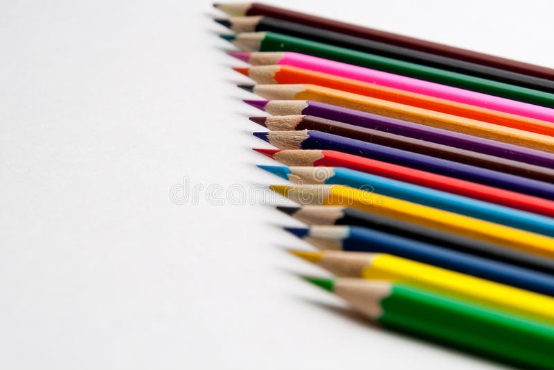 Foto av planerade kulöra blyertspennor royaltyfri foto
