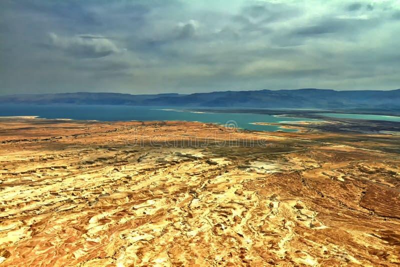 Foto av sikten av det döda havet från en höjd från Masada arkivbilder