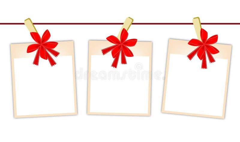 Foto in bianco con il nastro rosso che appende sulla corda da bucato royalty illustrazione gratis