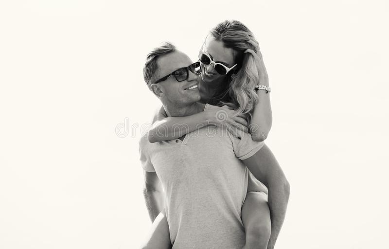 Foto in bianco e nero delle coppie felici immagine stock libera da diritti