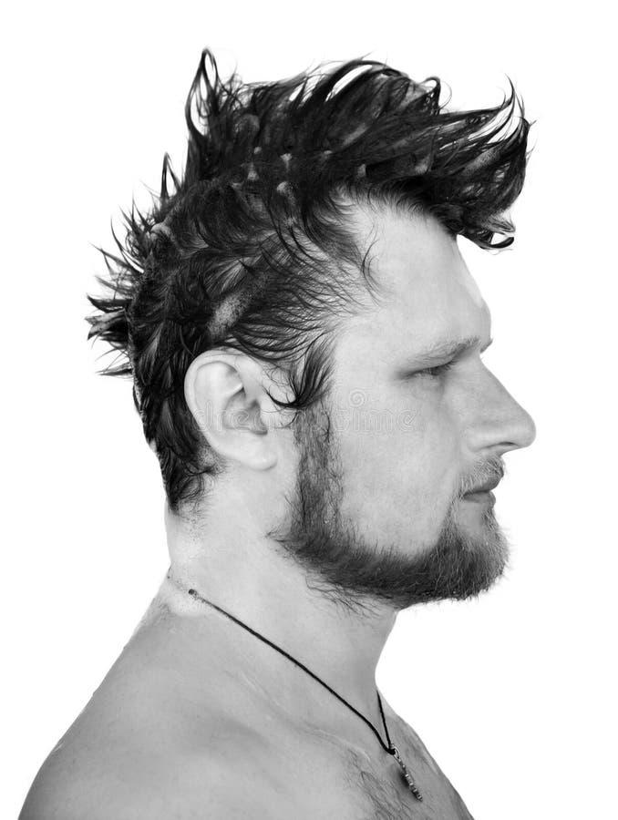 Foto in bianco e nero di profilo di un uomo con moh fotografie stock