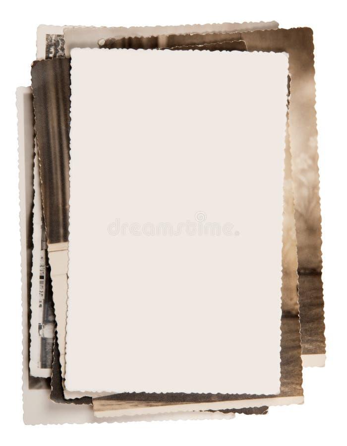 Foto in bianco su una pila di vecchie foto fotografia stock libera da diritti