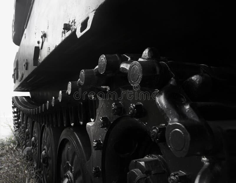 Foto blanco y negro de la vista lateral de la rueda de la oruga del tanque imágenes de archivo libres de regalías
