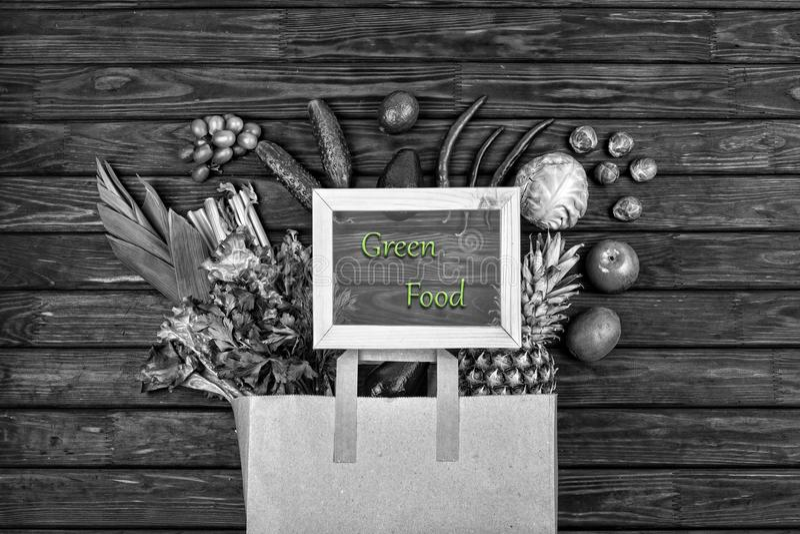 Foto blanco y negro, verduras verdes, frutas verdes, Vegetaria imágenes de archivo libres de regalías