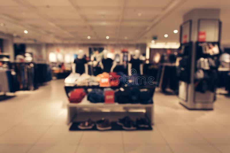Foto borrada abstrata da loja de roupa dos homens foto de stock royalty free