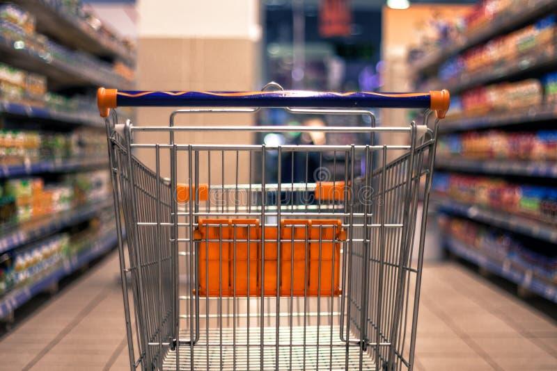 Foto borrada sumário do carrinho de compras/trole fotos de stock royalty free