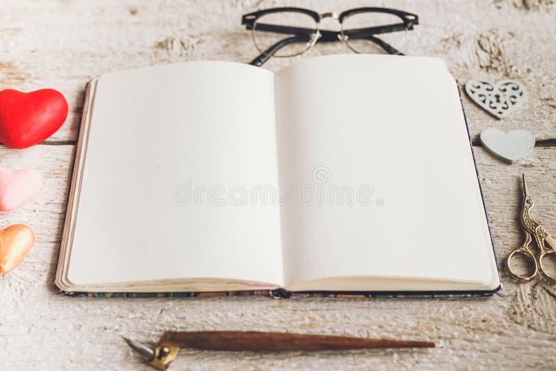 Download Foto Brending Bonito E à Moda Do Modelo Imagem de Stock - Imagem de negócio, negro: 65578567