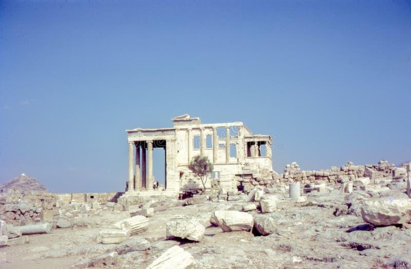 Foto cerca dos anos 60, Erechtheion do vintage, templo antigo, Atenas Grécia foto de stock royalty free
