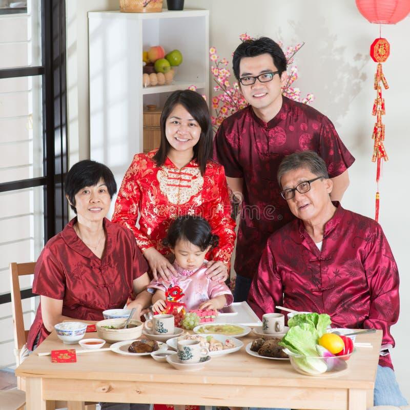Foto chinesa do grupo do jantar da reunião do ano novo foto de stock royalty free