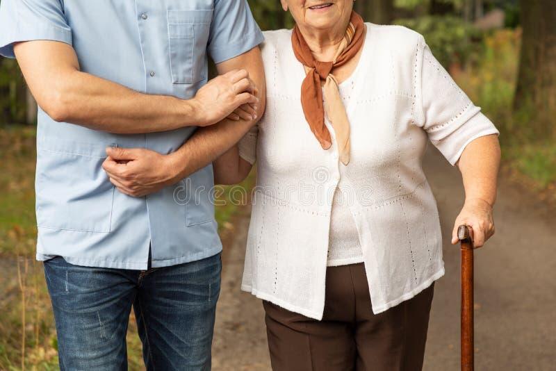 Foto colhida de uma mãe superior com seu filho em uma caminhada imagem de stock royalty free