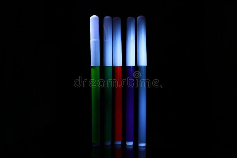 Foto colorida das penas de marcador de penas de marcador coloridas fotografia de stock royalty free