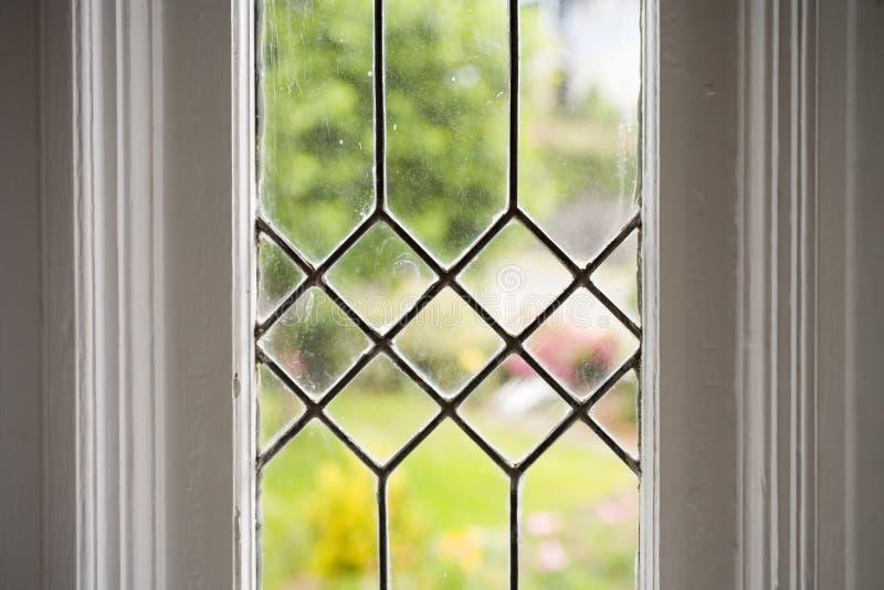 Foto común de una ventana de cristal plomada imagen de archivo libre de regalías