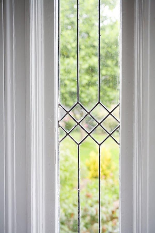 Foto común de una ventana de cristal plomada imagen de archivo