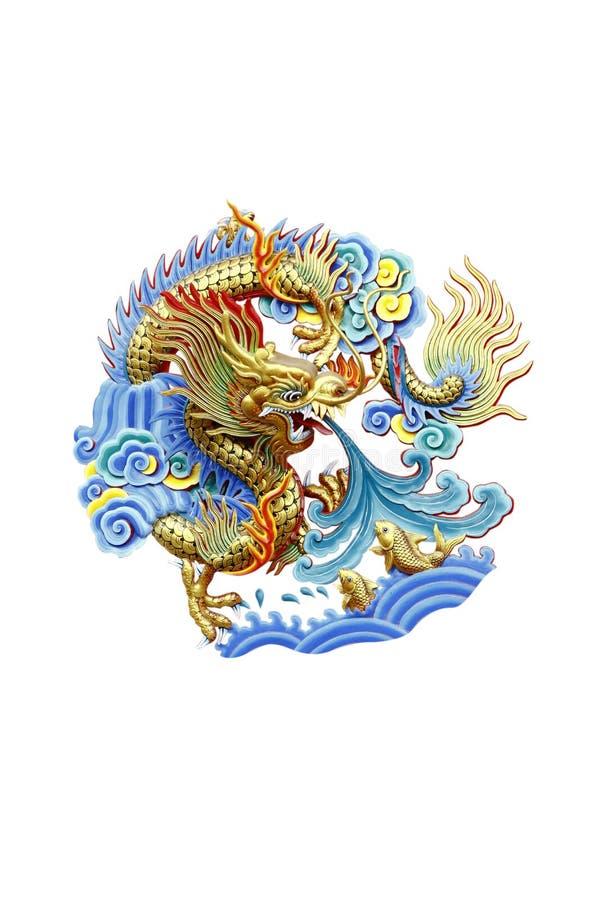 Foto común: Estatua de oro del dragón en el templo chino en tailandés stock de ilustración
