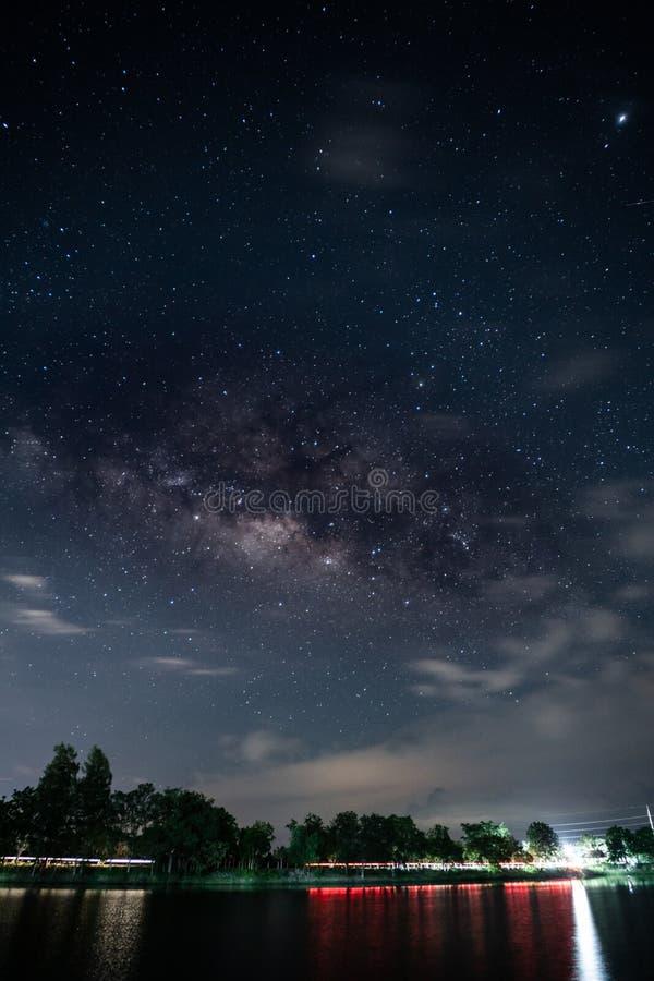 Foto común - un cielo por completo de la vía láctea de la estrella imagenes de archivo