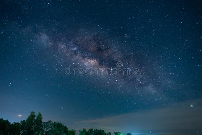 Foto com?n - un cielo por completo de la v?a l?ctea de la estrella imagenes de archivo
