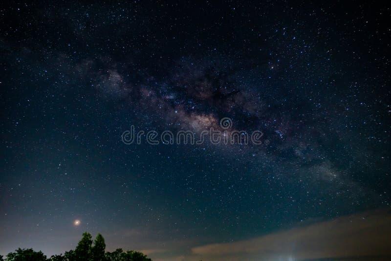 Foto com?n - un cielo por completo de la v?a l?ctea de la estrella fotos de archivo libres de regalías