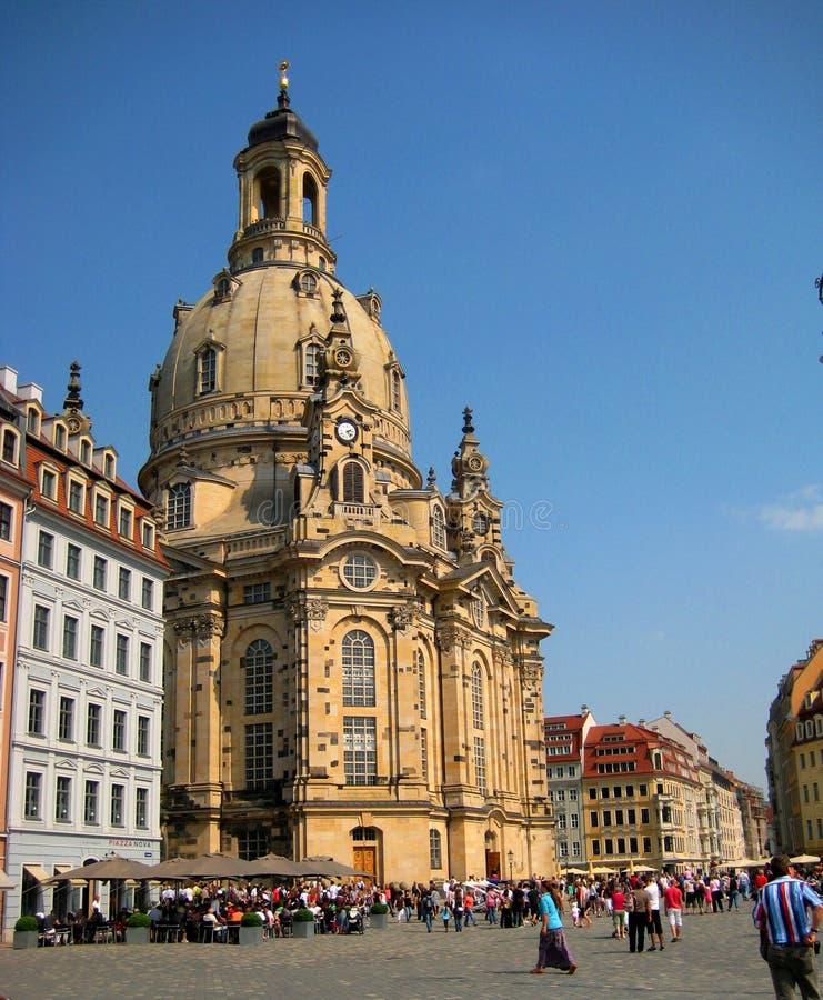 Foto com o fundo da arquitetura histórica alemão das atrações originais, catedral magnífica, igreja da virgem dentro fotografia de stock