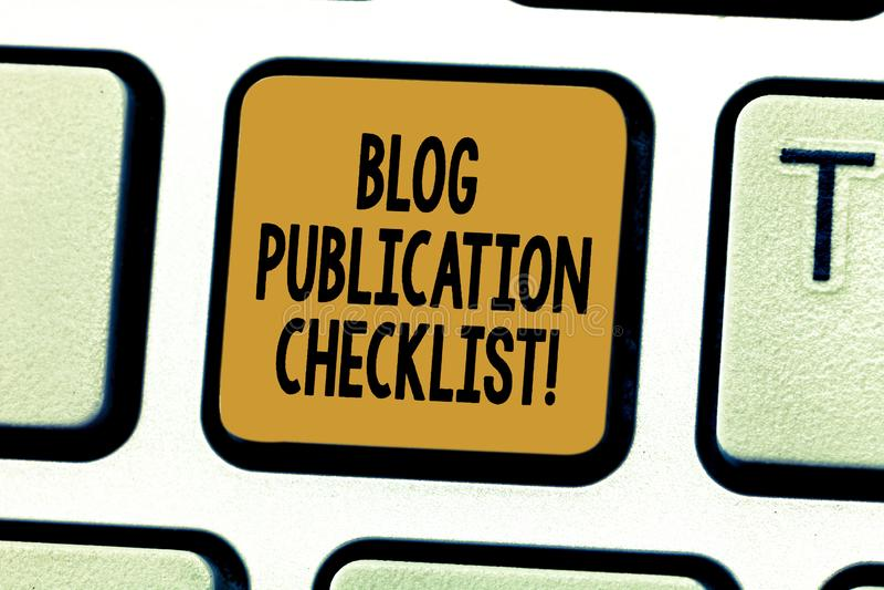 Foto conceptual del negocio de la lista de control de la publicación del blog de la demostración de la escritura de la mano que m imagenes de archivo
