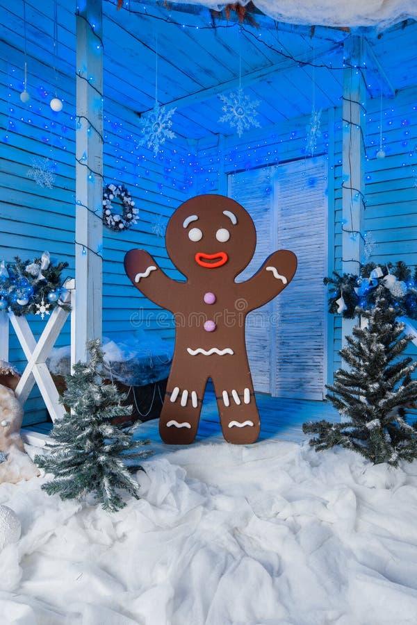 Foto concettuale dell'uomo di pan di zenzero per il fondo della cartolina di Natale immagini stock libere da diritti