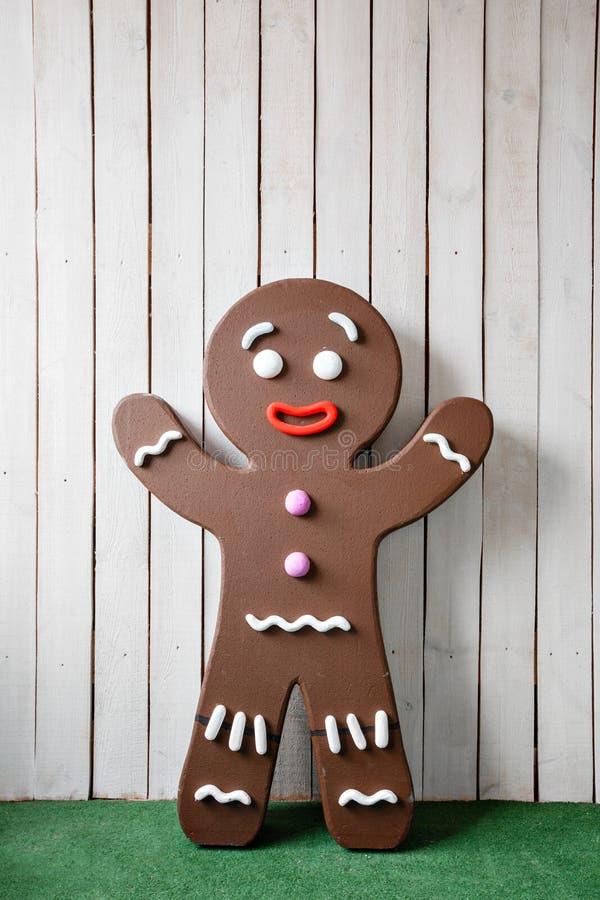 Foto concettuale dell'uomo di pan di zenzero per il fondo della cartolina di Natale immagine stock