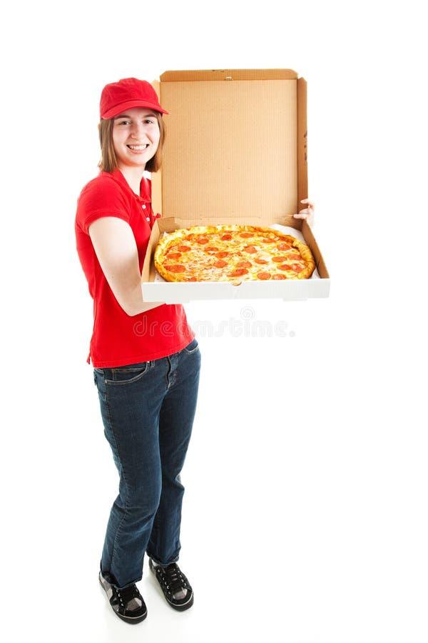 Foto conservada em estoque da menina da entrega da pizza - corpo cheio foto de stock royalty free