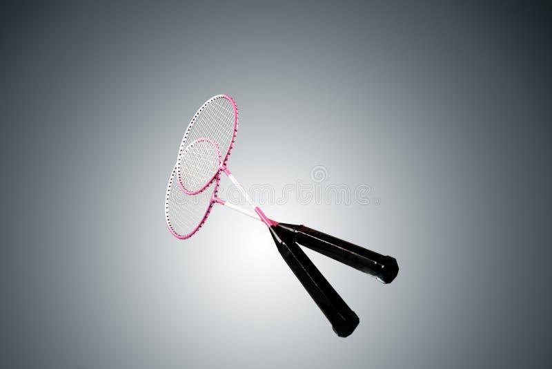Foto a cores de duas raquetes para o badminton imagens de stock