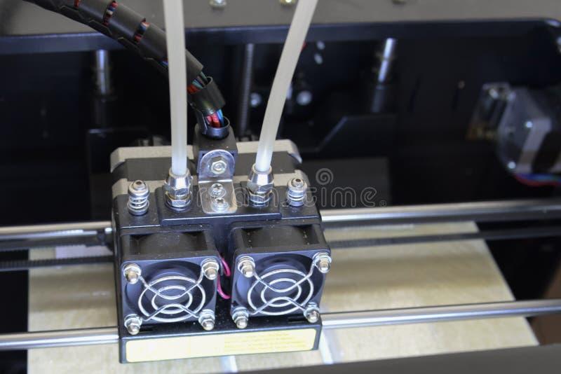 Foto 3d de la impresora, 3d impresión, tema de la innovación electrónica imagenes de archivo