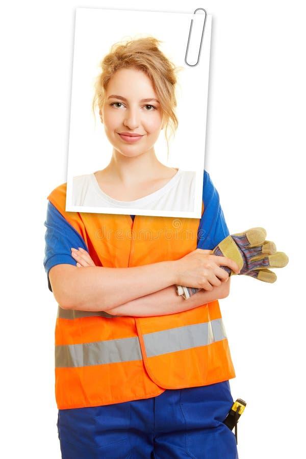 Foto da aplicação de uma mulher para a educação fotos de stock
