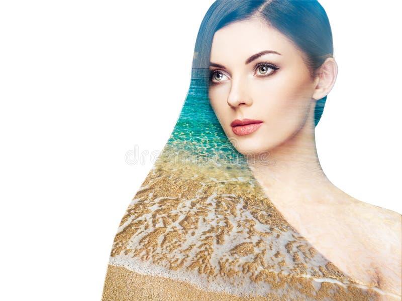 Foto da exposição dobro da mulher bonita com cabelo longo fotos de stock