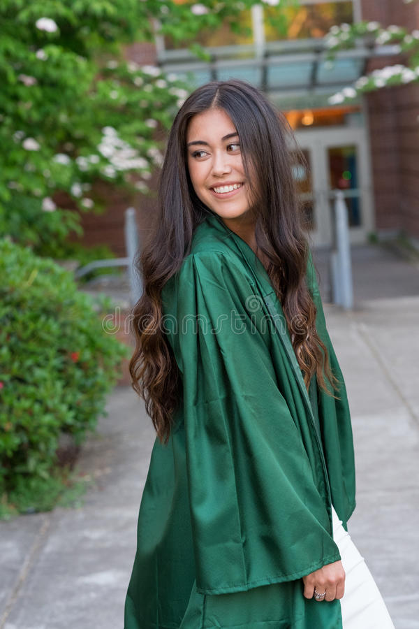 Foto da graduação da faculdade no campus universitário imagens de stock