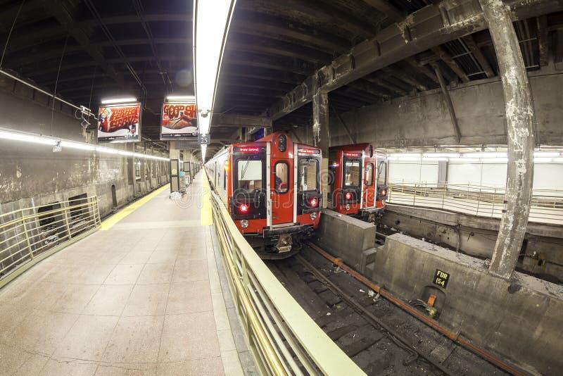 Foto da lente de Fisheye do trem do MTA no terminal de Grand Central fotos de stock royalty free