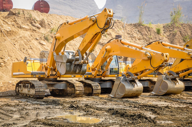 Foto da máquina escavadora na mina do jade de Hpa Kant imagem de stock royalty free