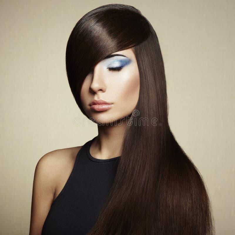 Foto da mulher bonita com cabelo magnífico fotos de stock