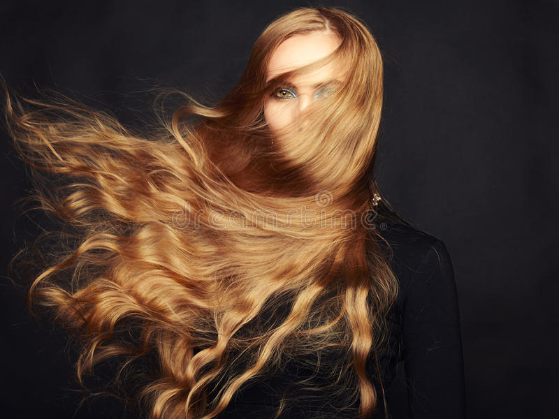 Foto da mulher bonita com cabelo magnífico. Composição perfeita fotos de stock