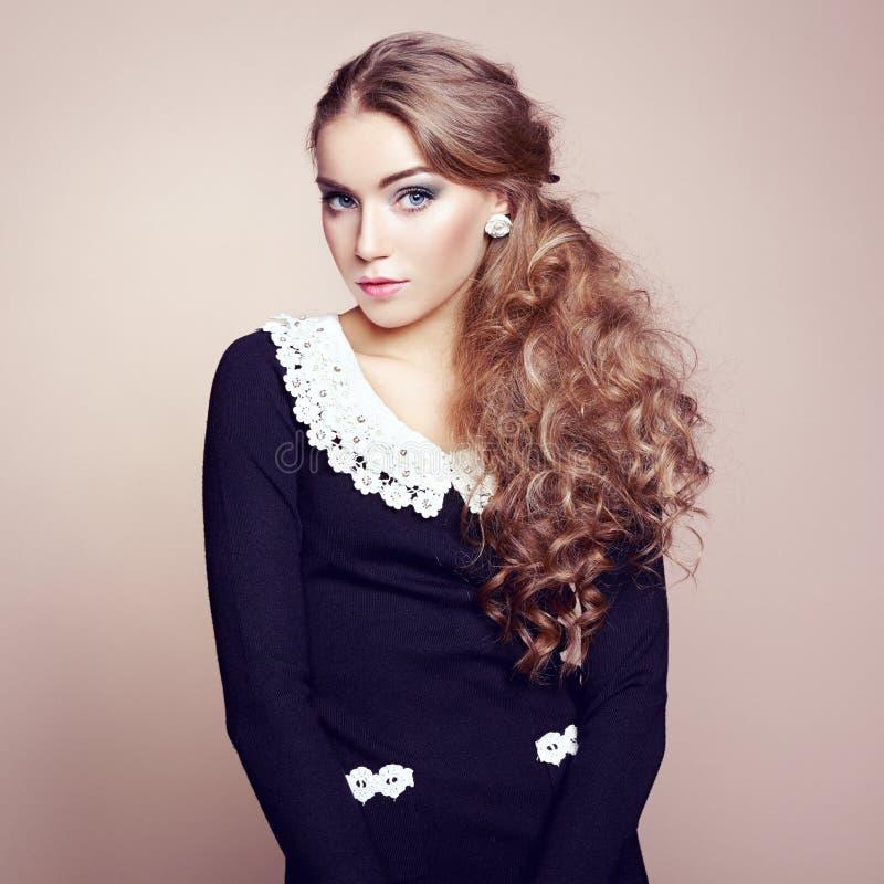 Foto da mulher bonita com cabelo magnífico. Composição perfeita imagem de stock royalty free