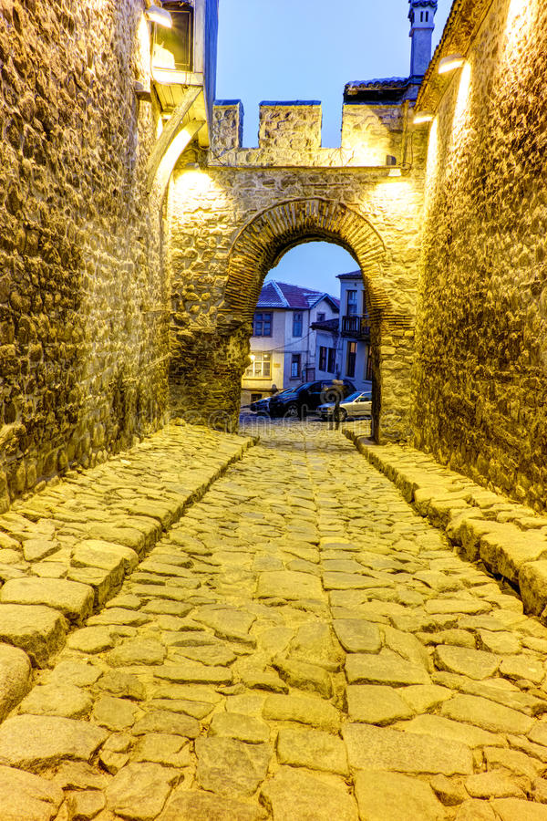 Download Foto Da Noite Da Entrada Antiga Da Fortaleza Da Cidade Velha Plovdiv, Bulgária Foto de Stock - Imagem de fortress, bulgária: 65578478