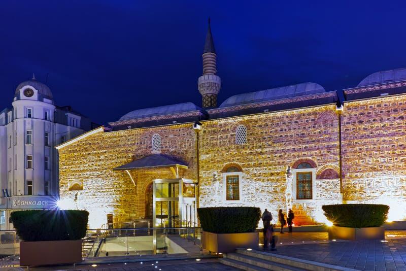 Download Foto Da Noite Da Mesquita De Dzhumaya E Rua Central Da Cidade De Plovdiv, Bulgária Imagem Editorial - Imagem de se, parque: 65578750