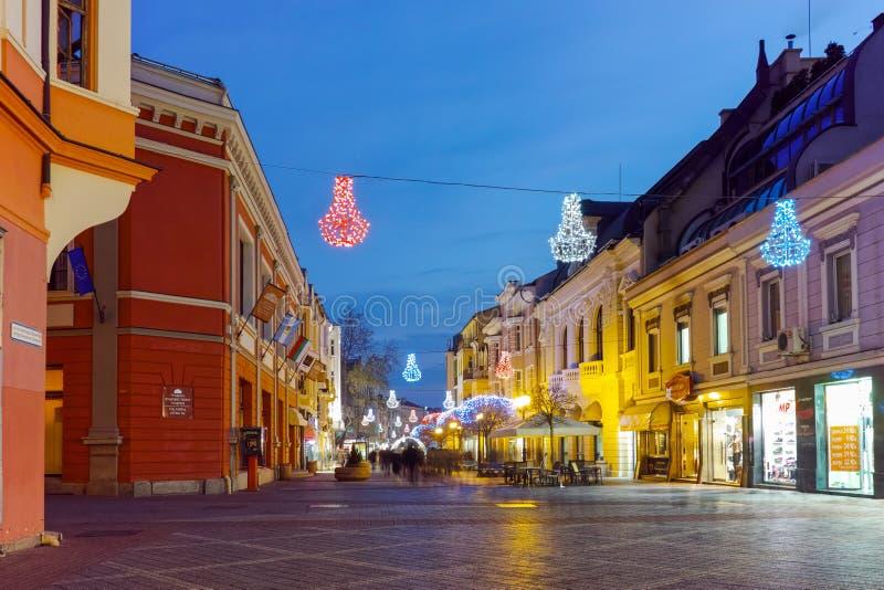 Download Foto Da Noite Da Rua Central Da Cidade De Plovdiv, Bulgária Fotografia Editorial - Imagem de espantar, foto: 65578717