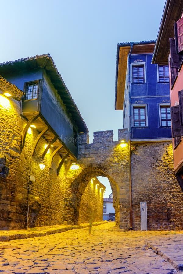 Download Foto Da Noite De Houes Velhos E Entrada Antiga Da Fortaleza Da Cidade Velha De Plovdiv, Bulgária Imagem de Stock - Imagem de casas, europa: 65578465