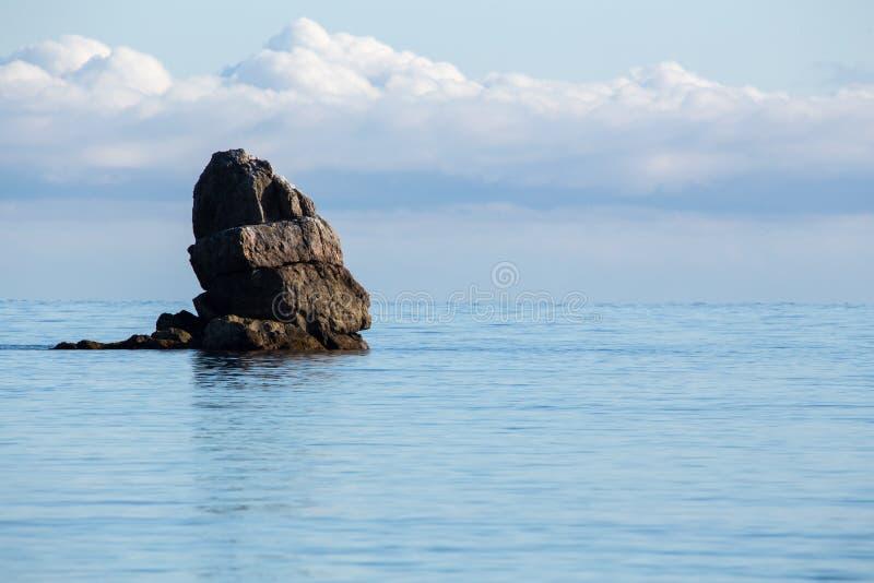 Foto da paisagem da praia, do mar e das rochas imagens de stock