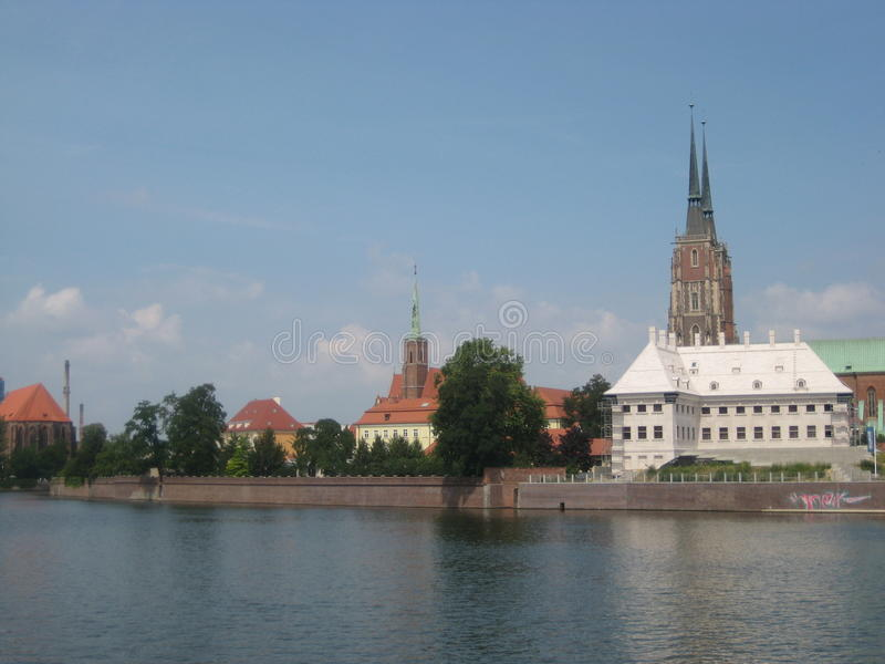 A foto da paisagem urbana do Polônia de Wroclaw imagens de stock