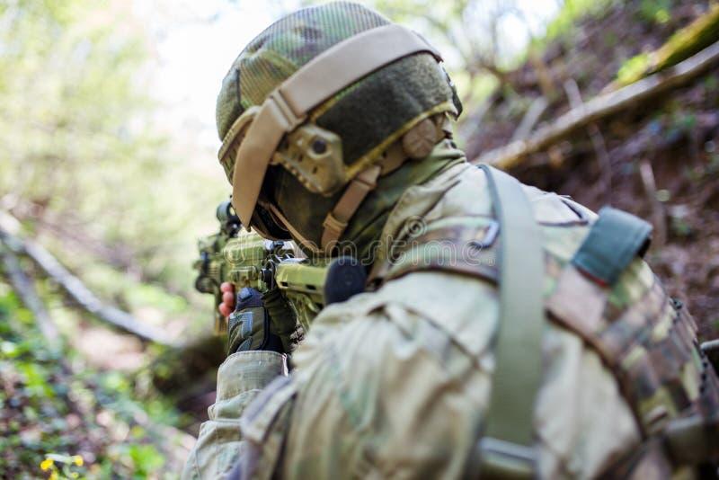 Foto da parte traseira do soldado imagens de stock