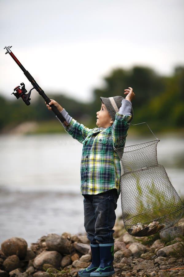 Foto da pesca do rapaz pequeno foto de stock royalty free