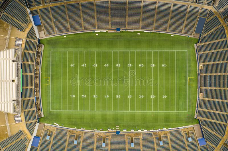 Foto de arriba aérea de un estadio de fútbol ningunos logotipos fotografía de archivo