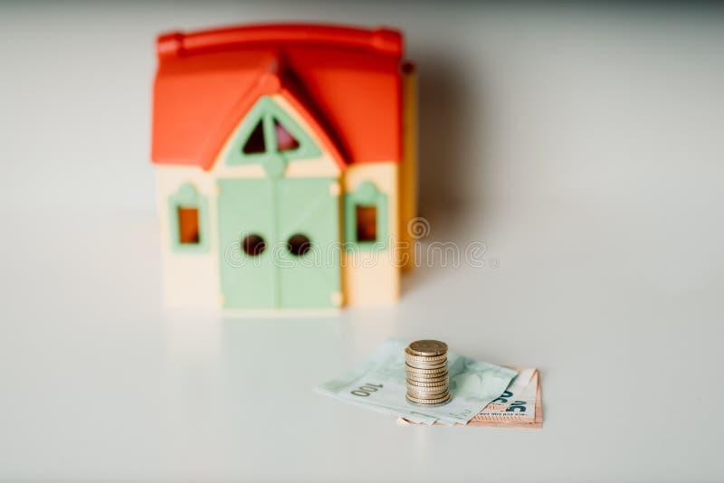 Foto de compra-venta de la acción de dinero de la inversión inmobiliaria del precio del préstamo de hipoteca de la casa foto de archivo