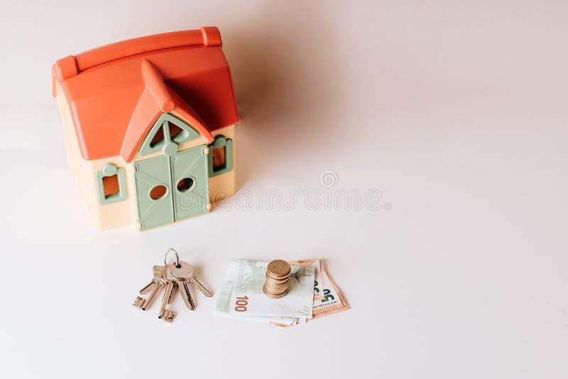 Foto de compra-venta de la acción de dinero de la inversión inmobiliaria del precio del préstamo de hipoteca de la casa fotos de archivo libres de regalías