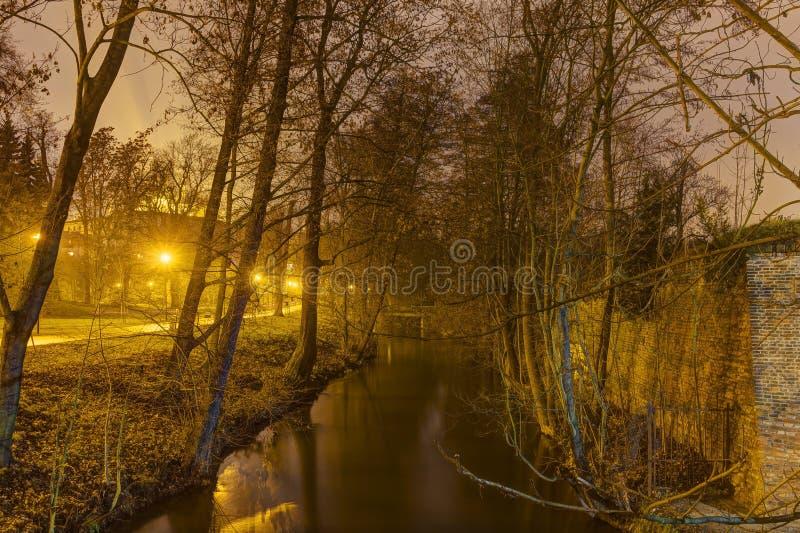 Download Foto De HDR Del Parque De La Ciudad De Olomouc En Invierno Sin Nieve En La Noche, República Checa Foto de archivo - Imagen de noche, brillo: 64202466