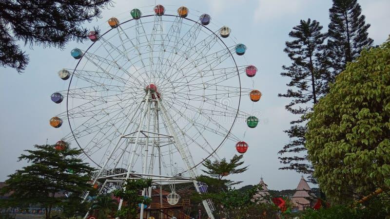 Foto 15 de junio de 2019, Taman Legenda, TMII, Yakarta Oriental, Indonesia, foto con perspectiva de bajo ángulo, Feris Wheel imagen de archivo libre de regalías
